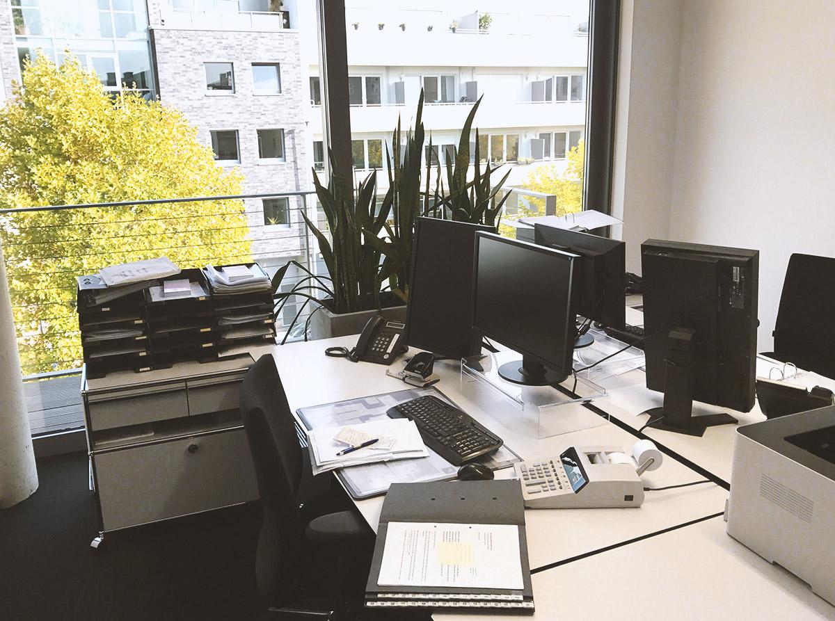 Büro-Arbeitsplatz Kielkollegen